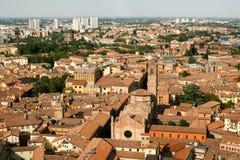 Una vista de una ciudad europea vieja típica desde arriba fotos de archivo libres de regalías