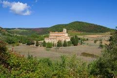 Una vista de la abadía medieval de San Antimo en una tarde soleada Toscana, Italia Fotos de archivo
