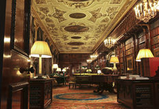 Una vista de la biblioteca de la casa de Chatsworth, Inglaterra