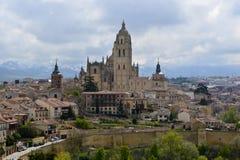 Una vista de la catedral de Segovia, la parte histórica de la ciudad, imagen de archivo libre de regalías