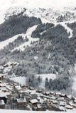Una vista de la estación de esquí Fotografía de archivo libre de regalías