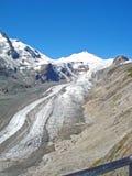 Una vista de la guarida Großglockner del und de Pasterzengletscher en Austria foto de archivo libre de regalías