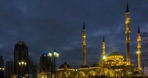Una vista de la mezquita de Akhmad Kadyrov, la ciudad de Grozny, la capital de la república chechena del ruso almacen de video
