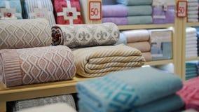 Una vista de la tienda de la materia textil Diversas mantas metrajes