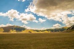 Una vista de los campos de Italia imagenes de archivo