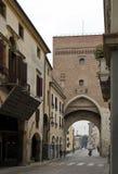 Una vista de Ponte Molino, puente segmentario romano del arco a través del río de Bacchiglione fotografía de archivo