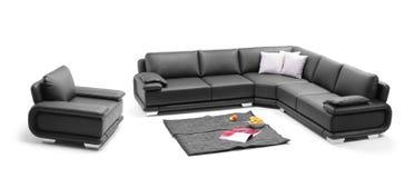 Una vista de un cuarto con el sofá negro Fotografía de archivo libre de regalías