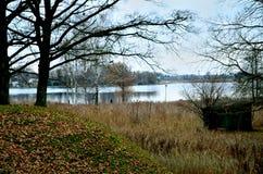 Una vista de un lago Foto de archivo libre de regalías