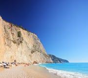 Una vista de una playa en d3ia, isla de Oporto Katsiki de Lefkada fotos de archivo