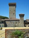 Una vista de una torre en el pueblo Civitella en Italia imagen de archivo
