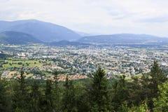 Una vista de Villach de la montaña de Dobrac, Austria Imágenes de archivo libres de regalías