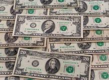 Una vista dei dollari su uno strato fotografia stock