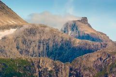 Una vista dei picchi di montagna nella sera norway Fotografia Stock Libera da Diritti