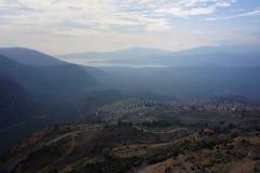 Una vista del campo alrededor de Meteora en Grecia Fotos de archivo