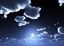 Una vista del cielo azul de la noche con las nubes y la Luna Llena ilustración del vector