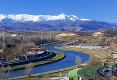 Una vista del fiume Vardar a Skopje fotografia stock