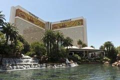 Una vista del hotel y del casino del espejismo imágenes de archivo libres de regalías