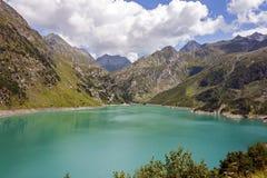 Una vista del lago artificial Barbellino, Valbondione, imagen de archivo
