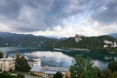 Una vista del lago sanguinato La Slovenia, Europa immagini stock