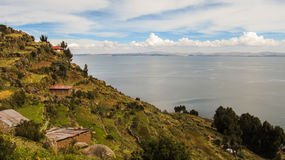 Una vista del lago Titicaca de la isla de Taquile Fotos de archivo libres de regalías