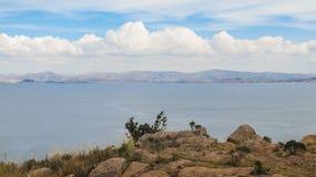 Una vista del lago Titicaca de la isla de Taquile Foto de archivo libre de regalías
