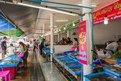 Una vista del mercado de Samasarn en tiempo del día Imagen de archivo libre de regalías
