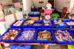 Una vista del mercado de Samasarn en tiempo del día Imágenes de archivo libres de regalías