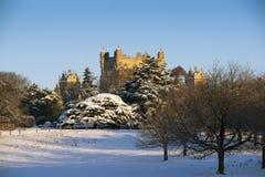 Una vista del museo e dei giardini elisabettiani di Wollaton Corridoio nella neve nell'inverno a Nottingham, 3 dicembre occors No fotografie stock libere da diritti