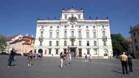 Una vista del palazzo di Sternberg a Praga stock footage