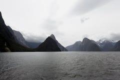 Una vista del pico del inglete en Milford Sound Fotografía de archivo libre de regalías