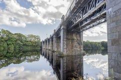Una vista del ponte ferroviario scenico attraverso il fiume Dee a Aberdeen, Scozia fotografie stock libere da diritti