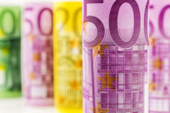 Una vista del primo piano della banconota rotolata euro 500 Fotografia Stock