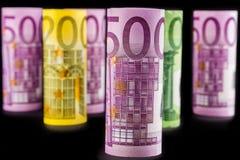Una vista del primo piano della banconota rotolata euro 500 Fotografia Stock Libera da Diritti