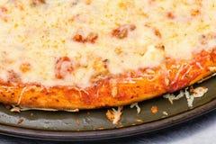 Una vista del primo piano della pizza di formaggio quattro fotografia stock libera da diritti