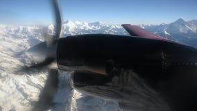 Una vista del propulsor de los aviones durante el vuelo Shevelev metrajes