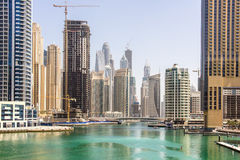 Una vista del puerto deportivo de Dubai residencial y de los rascacielos de la oficina con la costa tomada el 24 de marzo de 2013  Fotos de archivo libres de regalías