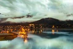 Una vista del puerto en la noche, Alaska de Juneau imagen de archivo