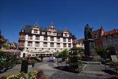 Una vista del quadrato storico del mercato in Coburg, Germania Immagini Stock Libere da Diritti