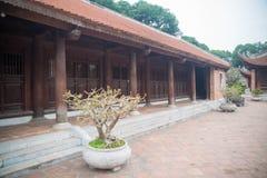 Una vista del templo adentro de la literatura en Hanoi, Vietnam fotos de archivo