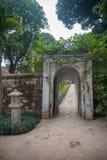 Una vista del templo adentro de la literatura en Hanoi, Vietnam fotografía de archivo libre de regalías