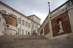 Una vista dell'esterno del palazzo di Quirinal a Roma fotografia stock