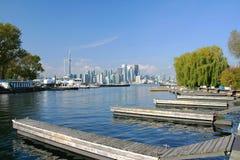 Una vista dell'orizzonte di Toronto dall'isola di Toronto Fotografia Stock