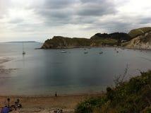 Una vista della baia di Lulworth fotografie stock