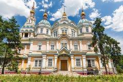 Una vista della cattedrale di ascensione a Almaty fotografia stock libera da diritti