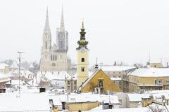 Una vista della cattedrale di Zagabria, della Croazia e del tetto pittoresco Fotografia Stock Libera da Diritti