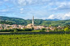 Una vista della città italiana con il più alta torre Immagini Stock Libere da Diritti