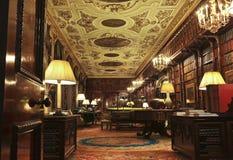 Una vista della libreria della Camera di Chatsworth, Inghilterra Fotografie Stock