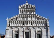 Una vista della parte anteriore della cattedrale a Pisa Immagine Stock Libera da Diritti