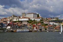 Una vista della parte storica di Oporto fotografia stock libera da diritti