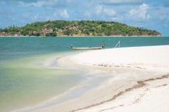 Una vista della spiaggia di Pontal da Ilha, alla punta del nord dell'isola di Itamaraca immagini stock